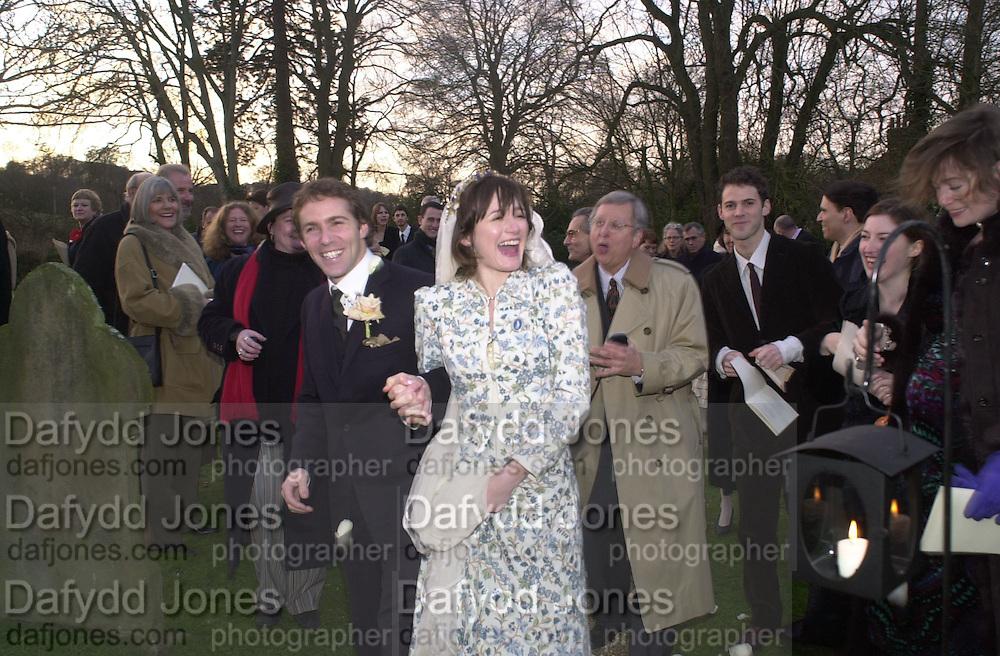 Bride and groom. Marriage of Emily Mortimer, ( daughter of John Mortimer ) to Alessandro Nivola, Turville.© Copyright Photograph by Dafydd Jones 66 Stockwell Park Rd. London SW9 0DA Tel 020 7733 0108 www.dafjones.com