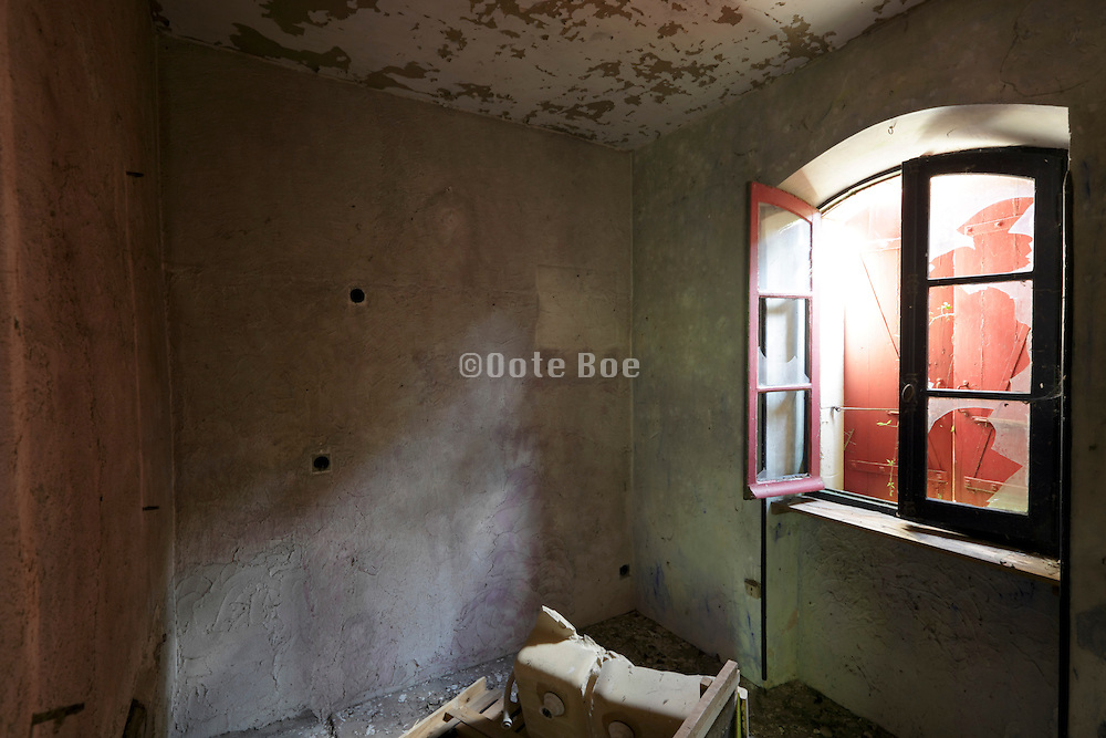room with peeling paint in abandoned house