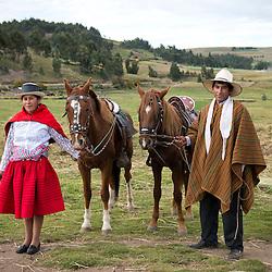 Rogelia Canchari y Jesus Canchari, jinetes tradicionales de Morochuco en Ñuñunhuacco, Ayacucho.