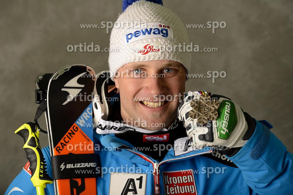 13.02.2013, Planai, Schladming, AUT, FIS Weltmeisterschaften Ski Alpin, Super Kombination, Herren, Medaillen Praesentation, im Bild Romed Baumann (AUT), Bronzemedaillen Gewinner // Romed Baumann of austria poses with his Bronze Medal during Mens Super Combined Medal Presentation at the FIS Ski World Championships 2013 at the Planai Course, Schladming, Austria on 2013/02/13 ***** ACHTUNG: VERÖFFENTLICHUNGS- SPERRFRIST 18:30 Uhr ***** Bild bei redaktioneller Verwendung honorarfrei // ***** PLEASE NOTE: Publication EMBARGO 18:30 clock *****. EXPA Pictures © 2013, PhotoCredit: EXPA/ Erich Spiess