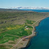 Reykjarfjörður og eyðibýlið Kot í bakgrunni, séð til norðurs, Súðavíkurhreppur áður Reykjarfjarðarhreppur. Snæfjallaströnd í baksýni / Reykjarfjordur and Kot viewing north. Sudavikurhreppur former Reykjarfjardarhreppur. Snowcovered Snaefjallastrond in far background.