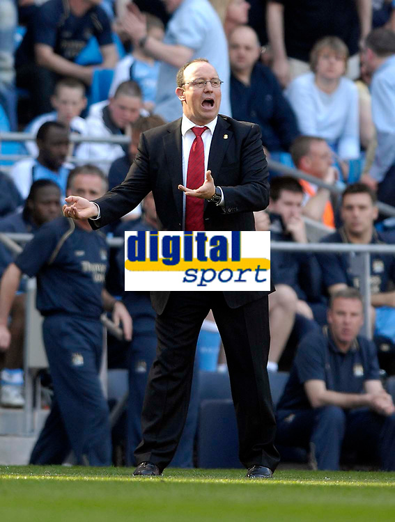 Photo: Jed Wee/Sportsbeat Images.<br /> Manchester City v Liverpool. The Barclays Premiership. 14/04/2007.<br /> <br /> Liverpool manager Rafael Benitez is unable to inspire his charges as they finish with a goalless draw at Manchester City.