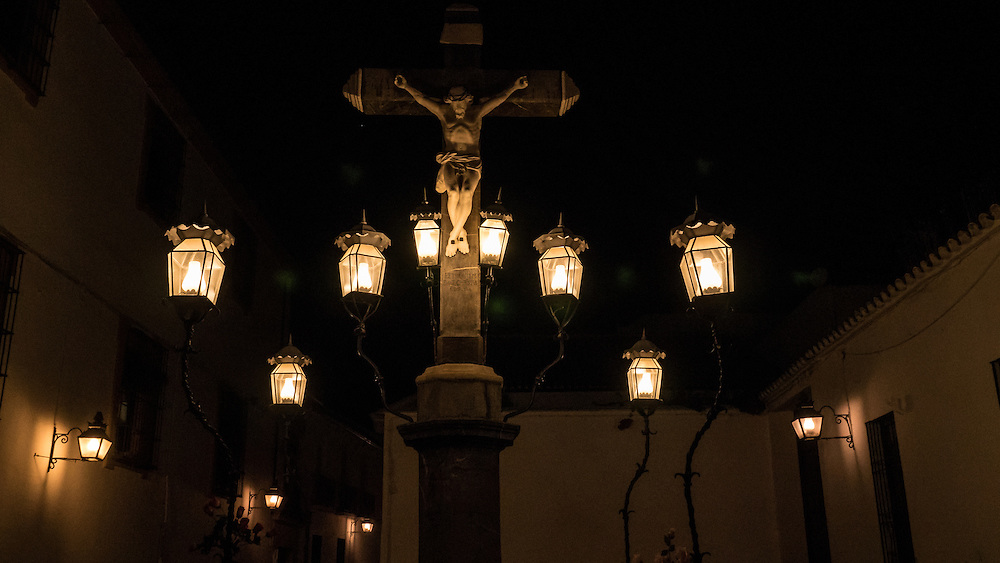The Cristo de los Faroles was created in 1794. Its popular name comes from the eight lanterns set on iron mounts that illuminate it.