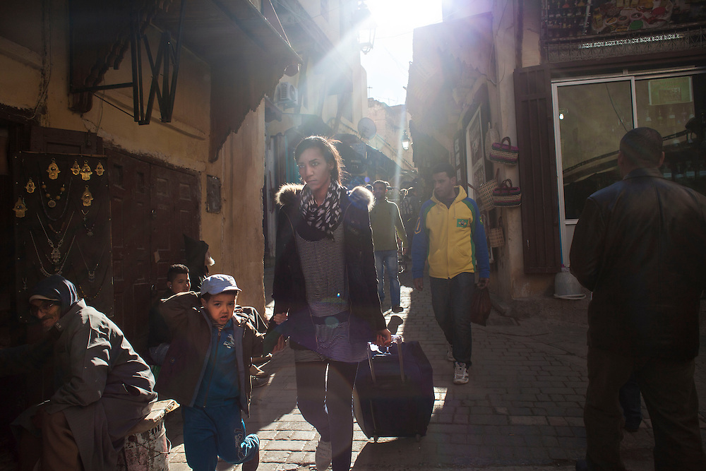 "Fez, March 2015. The social recognition of the status of ""single mother"" is the first obstacle to overcome, because in Morocco motherhood is placed exclusively within the institution of marriage. The latter is established by an agreement signed by the couple from the notaries and made public through the exchange of gifts and festive moments with families. The engagement is a first step towards the official relationship, but if there is no evidence (gifts, photos, testimonies of families), it is of no legal value in itself, nor for the possible recognition of the legitimacy of the birth of children conceived during the period of engagement ( provided under the current Code of family  ""Moudawana"" )."