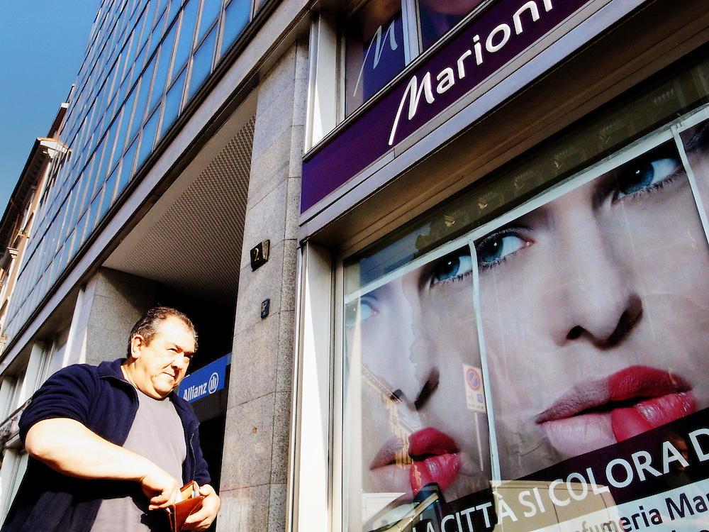 Europe, Italy, Italia, Milan, Milano,Street Photography, City, complexity, Melancony, people