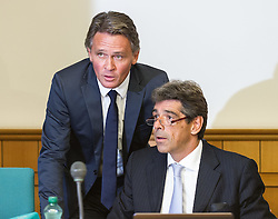 17.10.2014, Landesgericht fuer Strafsachen, Wien, AUT, Prozess gegen den früheren Bundesliga-Präsidenten Peter Westenthaler wegen Verdacht des schweren Betrugs und Beihilfe zur Untreue, im Bild ehemaliger Bundesliga Präsident Peter Westenthaler mit Anwalt Thomas Kralik // former president of Bundesliga Peter Westenthaler with lawyer Thomas Kralik during hearing against former president of Bundesliga Peter Westenthaler because of suspicion of embezzlement and fraud at rgeional court for criminal affairs in Vienna, Austria on 2014/10/17, EXPA Pictures © 2014, PhotoCredit: EXPA/ Michael Gruber