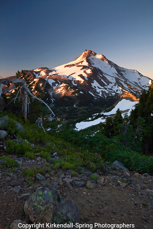 OR01599-00...OREGON - Sunrise on Mount Jefferson from Park Ridge in the Mount Jefferson Wilderness area.