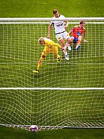 1. divisjon fotball 2018: Aalesund - Åsane (1-0). Aalesunds Torbjørn Agdestein (t.h.) setter inn 1-0 forbi Åsanes keeper Borger Thomas i kampen i 1. divisjon i fotball mellom Aalesund og Åsane på Color Line Stadion.