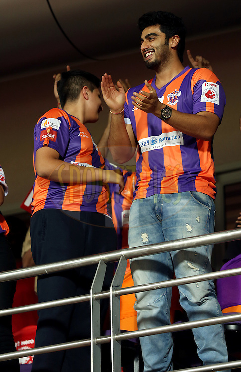 Actor Arjun Kapoor during match 17 of the Hero Indian Super League between FC Pune City and Kerala Blasters FC held at the Shree Shiv Chhatrapati Sports Complex Stadium, Pune, India on the 30th October 2014.<br /> <br /> Photo by:  Sandeep Shetty/ ISL/ SPORTZPICS