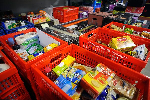 Nederland, Nijmegen, 20-12-2008De voedselbank probeert haar voedselpakketten aan kerstmis aan te passeen. Particulieren en bedrijven wordt gevraagd hun overtollige kerstpakketten en feestdagen voedsel aan te bieden.Foto: Flip Franssen/Hollandse Hoogte