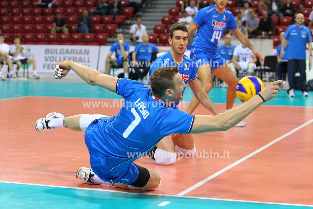 MIKAL LASKO DIFENDE UN PALLONE.ITALIA - GERMANIA.PALLAVOLO TORNEO QUALIFICAZIONE OLIMPICA VOLLEY 2012.SOFIA (BULGARIA) 10-05-2012.FOTO GALBIATI - RUBIN