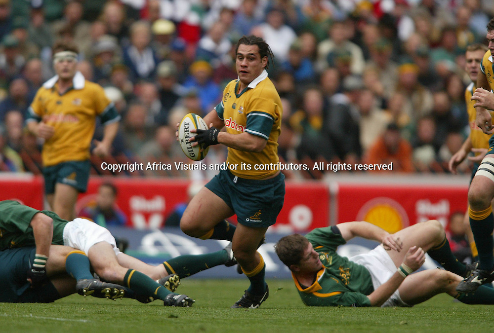 17 August 2002, Ellis Park, Tri - Nations, Rugby Union. South Africa v Australia. George Smith on the break. The Springboks defeated Australia, 33-31.<br />