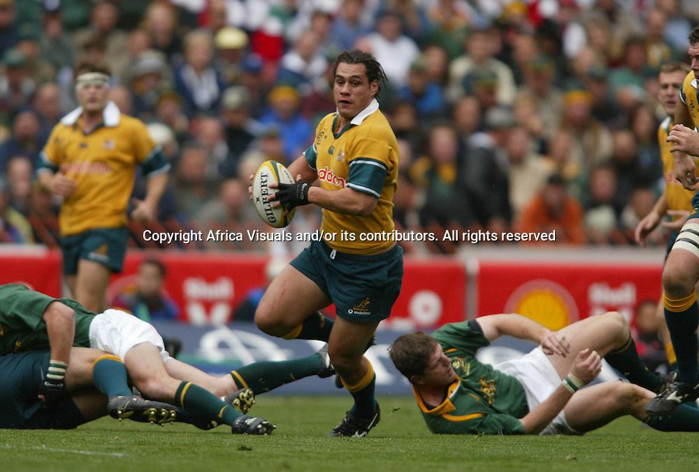 17 August 2002, Ellis Park, Tri - Nations, Rugby Union. South Africa v Australia. George Smith on the break. The Springboks defeated Australia, 33-31.<br />Pic: Noel Hammond/Photosport