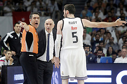 21.06.2015, Palacio de los Deportes, Madrid, ESP, Liga Endesa, Real Madrid vs Barcelona, Finale, 2. Spiel, im Bild Real Madrid's coach Pablo Laso (c) and Rudy Fernandez have words with the referee // during the second match of Liga Endesa final's between Real Madrid vs Barcelona at the Palacio de los Deportes in Madrid, Spain on 2015/06/21. EXPA Pictures © 2015, PhotoCredit: EXPA/ Alterphotos/ Acero<br /> <br /> *****ATTENTION - OUT of ESP, SUI*****