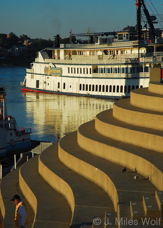 Serpentine Downtown Cincinnati Riverboat