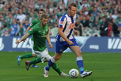 25.09.2011, Weserstadion, Bremen, GER, 1.FBL, Werder Bremen vs Hertha BSC, im Bild Aaron Hunt (Bremen #14), Christian Lell (Berlin #2)..// during the match Werder Bremen vs Hertha BSC on 2011/09/25, Weserstadion, Bremen, Germany..EXPA Pictures © 2011, PhotoCredit: EXPA/ nph/  Frisch       ****** out of GER / CRO  / BEL ******