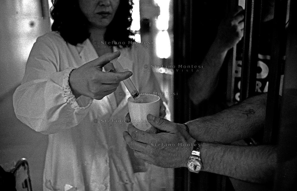 Roma Giugno 2000.Carcere di Rebibbia N.C..Nel reparto clinico del carcere, viene distribuito il metadone.Rome June 2000.Prison Rebibbia N.C..In the clinical department of the prison, methadone is distributed