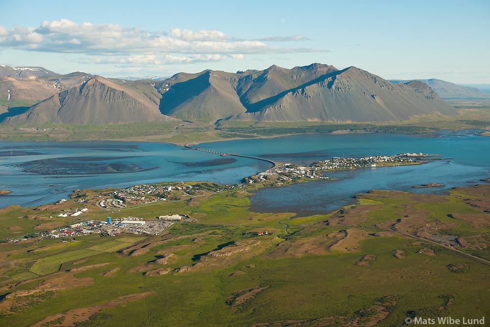 Borg í forgrunni; iBorgarnes séð til suðsuðausturs, Hafnarfjall,  Borgarbyggð /  Borg in foreground, Borgarnes viewing southsoutheast. Mount Hafnarfjall, Borgarbyggd.