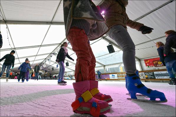 Nederland, Beuningen, 3-1-2015In een grote tent kan rond de jaarwisseling geschaatst worden. Beuningen on Ice.FOTO: FLIP FRANSSEN/ HOLLANDSE HOOGTE