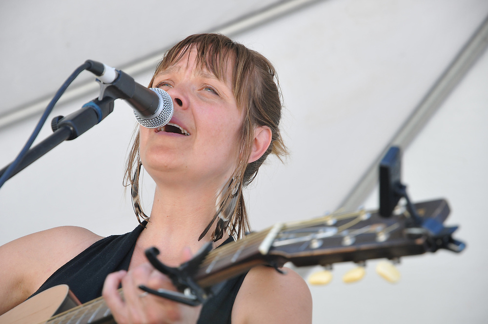 Jenn Rawling & Basho Parks concert at 2012 Tucson Folk Festival. Event photography by Martha Retallick.