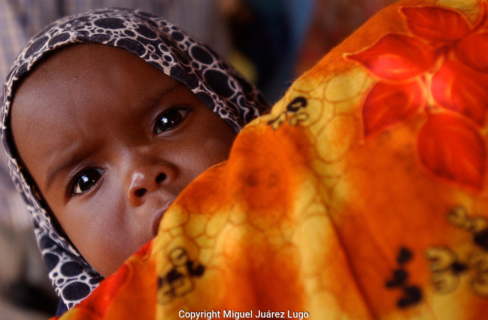 El Barde, Somalia.  Baby and mother in the waiting line for health check up in a World Food Programme  clinic in El Barde, north Somalia. The area is on a second year of a severe drought.  (PHOTO: MIGUEL JUAREZ)