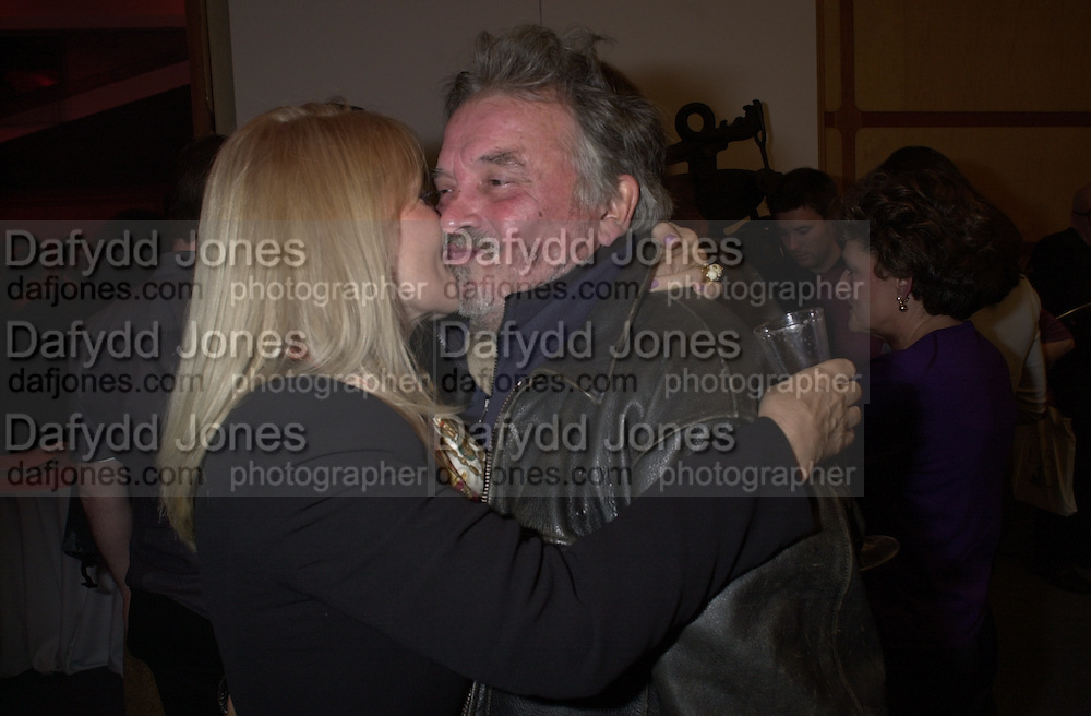 Pat Booth and David Bailey. book launch of Terence Donovan, The Photographs. Pentagram. London W11. 4 October 2000. © Copyright Photograph by Dafydd Jones 66 Stockwell Park Rd. London SW9 0DA Tel 020 7733 0108 www.dafjones.com