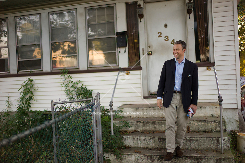 Mark Murphy (D), congressional candidate in Staten Island canvassing door to door in Staten Island. ..Photo © Robert Caplin..