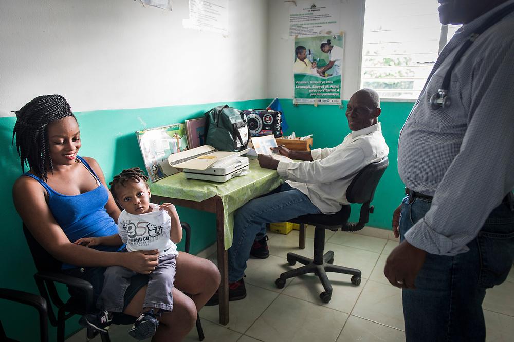 Projet ACOSME pour la santé mère-enfant en Haïti (projet de l'USI et du CECI, financement AMC). Visite du centre de santé de Cadouche. Département du Nord.