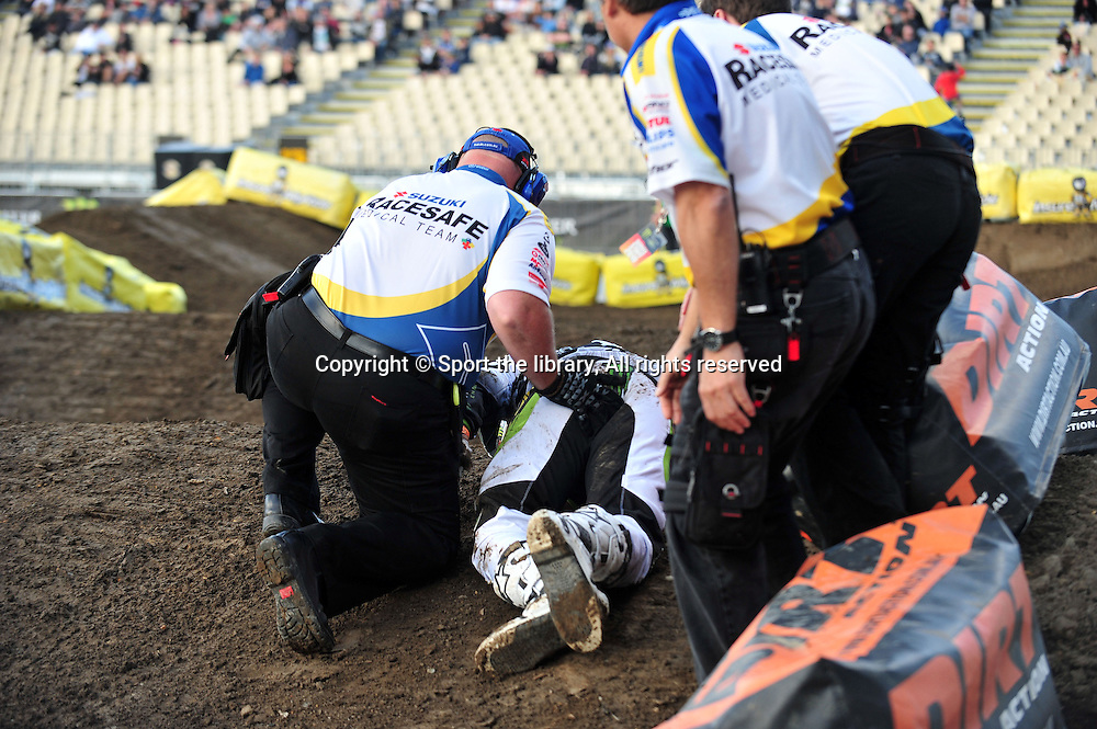 NZ Superstar Ben Townley out injuried<br /> Monster Energy SuperX - Rd 4 (Pro Open)<br /> 2010 Australasian Supercross Champs<br /> North Harbour Stadium, Auckland NZ<br /> Saturday 13th November 2010<br /> &copy; Sport the library / Jeff Crow