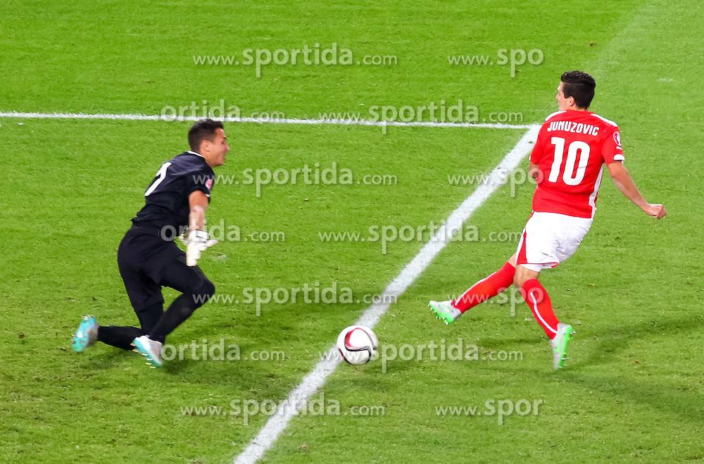 05.09.2015, Ernst Happel Stadion, Wien, AUT, UEFA Euro 2016 Qualifikation, Oesterreich vs Moldawien, Gruppe G, im Bild v.l. Ilie Cebanu (MDA), Zlatko Junuzovic (AUT) // f.l.t.r. Ilie Cebanu (MDA), Zlatko Junuzovic (AUT) during the UEFA EURO 2016 qualifier group G match between Austria and Moldova at the Ernst Happel Stadion in Wien, Austria on 2015/09/05. EXPA Pictures © 2015, PhotoCredit: EXPA/ Sebastian Pucher