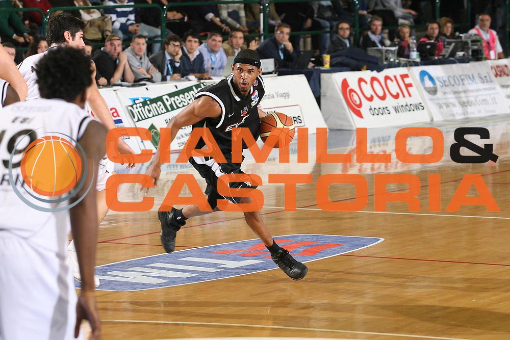DESCRIZIONE : Ferrara Lega A1 2008-09 Carife Ferrara Eldo Caserta<br /> GIOCATORE : Shan Foster<br /> SQUADRA : Eldo Caserta<br /> EVENTO : Campionato Lega A1 2008-2009 <br /> GARA : Carife Ferrara Eldo Caserta<br /> DATA : 23/11/2008 <br /> CATEGORIA : palleggio<br /> SPORT : Pallacanestro <br /> AUTORE : Agenzia Ciamillo-Castoria/M.Marchi