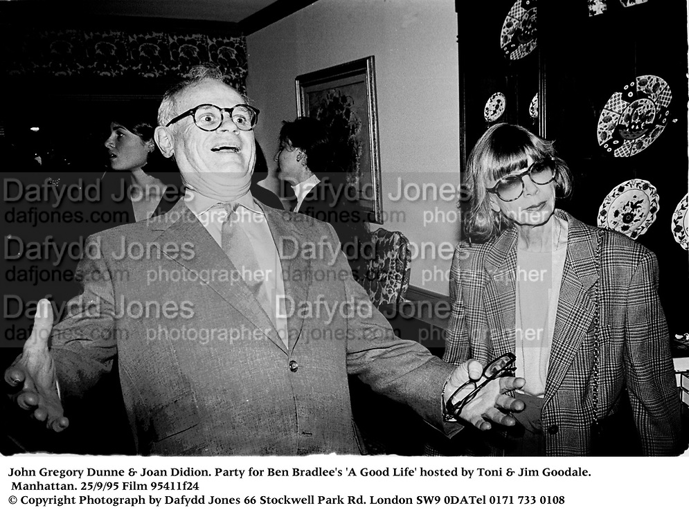 John Gregory Dunne & Joan Didion. Party for Ben Bradlee's 'A Good Life' hosted by Toni & Jim Goodale. Manhattan. 25/9/95 Film 95411f24<br /> © Copyright Photograph by Dafydd Jones<br /> 66 Stockwell Park Rd. London SW9 0DA<br /> Tel 0171 733 0108