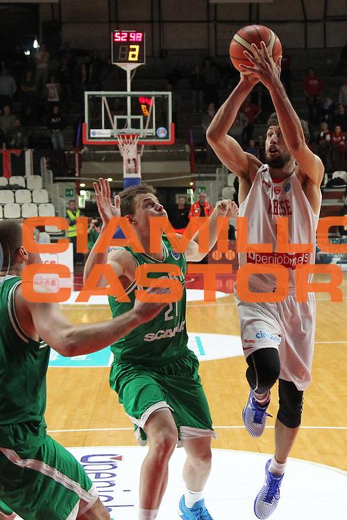 DESCRIZIONE: Varese FIBA Europe cup 2015-16 <br /> Openjobmetis Varese vs Sodertalje Kings<br /> GIOCATORE: Roko Ukic<br /> CATEGORIA: tiro<br /> SQUADRA: Openjobmetis Varese<br /> EVENTO: FIBA Europe Cup 2015-2016<br /> GARA: EA7 Openjobmetis Varese Sodertalje Kings<br /> DATA: 22/12/2015<br /> SPORT: Pallacanestro<br /> AUTORE: Agenzia Ciamillo-Castoria/A. Ossola<br /> Galleria: FIBA Europe Cup 2015-2016<br /> Fotonotizia: Varese FIBA Europe Cup 2015-16 <br /> Openjobmetis Varese Sodertalje Kings