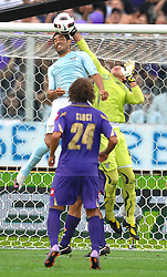 18.09.2010, Stadio Artemio Franchi, Florenz, ITA, Serie A, AC Florenz vs Lazio Rom, im BildIntervento difensivo di Fernando MUSLERA e Andre DIAS.EXPA Pictures © 2010, PhotoCredit: EXPA/ InsideFoto/ Andrea Staccioli +++++ ATTENTION - FOR USE IN AUSTRIA / AUT AND SLOVENIA / SLO ONLY +++++... / SPORTIDA PHOTO AGENCY