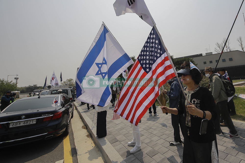 April 27, 2018 - Paju, Gyeonggi, South Korea - South Korean conservation group members hold U.S and israel flag with shout slogans held on anti-summit protest at imjingak pavilion near unification bridge in Paju, South Korea. South Korean President Moon and North Korean leader Kim has summit in panmunjom today. (Credit Image: © Ryu Seung-Il via ZUMA Wire)