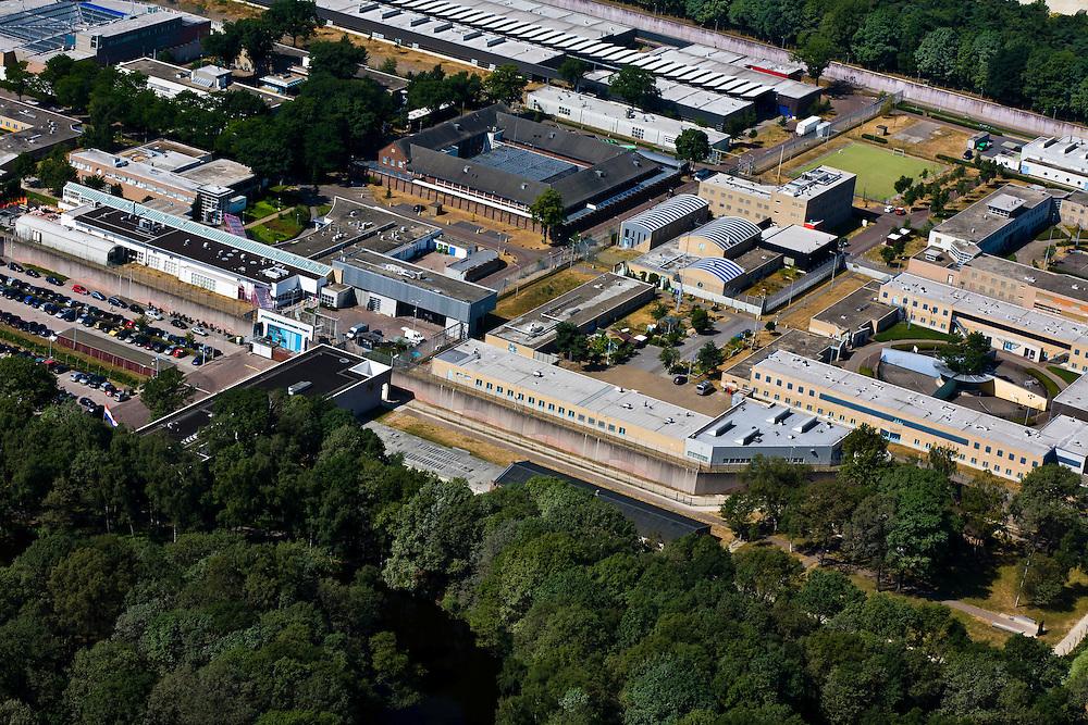 Nederland, Noord-Brabant, Gemeente , 08-07-2010; gevangeniscomplex Vught, officieel Penitentiaire Inrichting Vught. Huisvest onder andere Nieuw Vosseveld (jeugdgevangenis), een TBS afdeling (met long-stay afdeling) en Extra Beveiligde Inrichting (EBI)..Prison complex Vught, officially Vught  Penitentiary Institution. Includes New Vosseveld (juvenile prison), a long-stay unit and a maximum-security prison (EBI)..luchtfoto (toeslag), aerial photo (additional fee required).foto/photo Siebe Swart