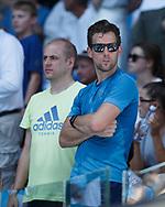 ANGELIQUE KERBER ,Trainer Wim Fissette (mit Sonnenbrille) und Physiotherapeut Andre Kreidler stehen in der Spielerloge<br /> <br /> Tennis - Australian Open 2018 - Grand Slam / ATP / WTA -  Melbourne  Park - Melbourne - Victoria - Australia  - 18 January 2018.