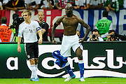 Football: EURO 2012, Semi Final, Gemany - Italy, Warsaw, 28.06.2012..Mario Balotelli celebrates scoring second goal for Italy..© pixathlon..ITA AND FRA OUT !