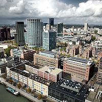 Nederland. Rotterdam. 4 oktober 2003..Uitzicht over Rotterdam vanuit wooncomplex Waterstadtoren tijdens Bouwputfestival.