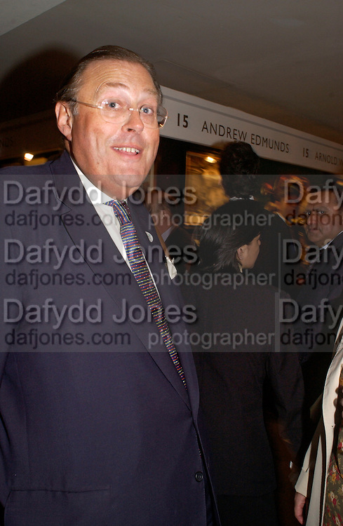 David Ker, Grosvenor House Antiques fair charity preview in aid of Macmillan Cancer Relief, 10 June 2004. ONE TIME USE ONLY - DO NOT ARCHIVE  © Copyright Photograph by Dafydd Jones 66 Stockwell Park Rd. London SW9 0DA Tel 020 7733 0108 www.dafjones.com