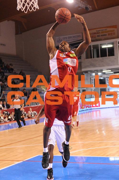 DESCRIZIONE : Riccione Legadue SuisseGas All Star Game 2012<br /> GIOCATORE : Troy Bell<br /> CATEGORIA : schiacciata<br /> SQUADRA : Team Ovest<br /> EVENTO : All Star Game 2012<br /> GARA : Est Ovest<br /> DATA : 06/04/2012<br /> SPORT : Pallacanestro<br /> AUTORE : Agenzia Ciamillo-Castoria/M.Marchi<br /> Galleria : Lega Basket A2 2011-2012 <br /> Fotonotizia : Riccione SuisseGas All Star Game 2012<br /> Predefinita :