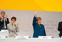 DEU, Deutschland, Germany, Hamburg, 07.12.2018: Annegret Kramp-Karrenbauer (CDU) und Bundeskanzlerin Dr. Angela Merkel (CDU) nach ihrer letzten Rede als CDU-Vorsitzende beim Bundesparteitag der CDU in der Messe Hamburg.
