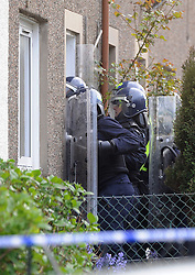 Police Scotland officers in riot gear end the domestic seige in a house in Lomond Crescent Dunfermline peacefully and take one person into custody<br /> (c) David Wardle | Edinburgh Elite media