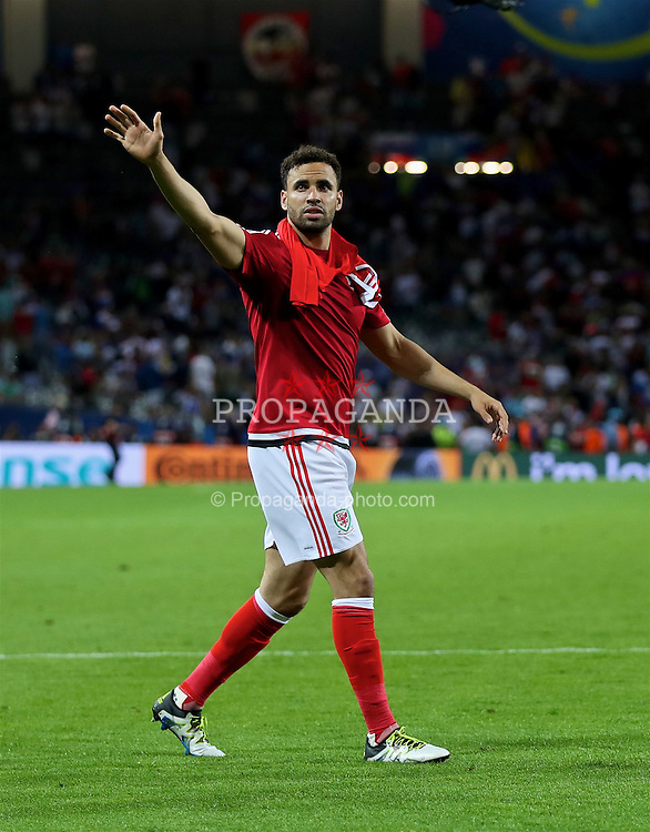 TOULOUSE, FRANCE - Monday, June 20, 2016: Wales' Hal Robson-Kanu celebrates the 3-0 victory over Russia and reaching the knock-out stage during the final Group B UEFA Euro 2016 Championship match at Stadium de Toulouse. (Pic by David Rawcliffe/Propaganda)
