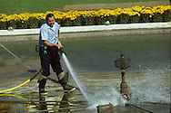The cleaning of the fountain on the South Lawn of the White House in October 1979<br /> <br /> Photograph by Dennis Brack<br /> bb45