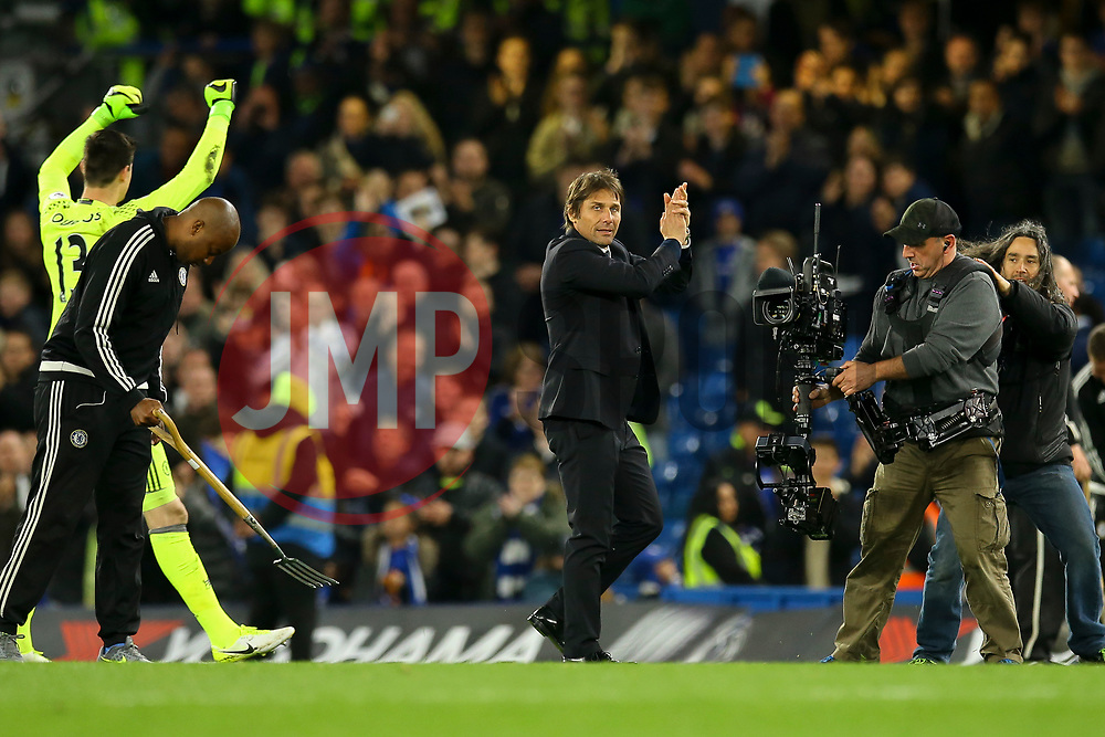 Chelsea manager Antonio Conte applauds the fans - Mandatory by-line: Jason Brown/JMP - 08/05/17 - FOOTBALL - Stamford Bridge - London, England - Chelsea v Middlesbrough - Premier League