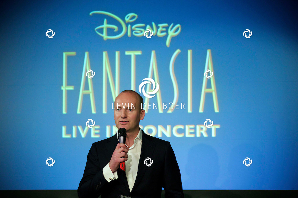 AMSTERDAM ZIGGO DOME - Op tweede kerstdag presenteert Disney in samenwerking met het Metropole orkest 'Fantasia Live in Concert'. Met hier op de foto Coen van Dael. FOTO LEVIN DEN BOER - PERSFOTO.NU