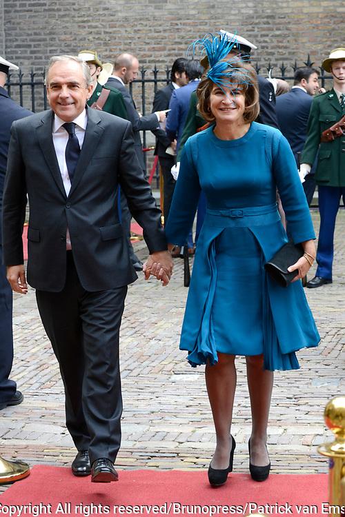 Prinsjesdag 2013 - Aankomst Parlementari&euml;rs bij de Ridderzaal op het Binnenhof.<br /> <br /> Op de foto:  Lilianne Ploumen - Minister voor Buitenlandse Handel en Ontwikkelingssamenwerking en partner