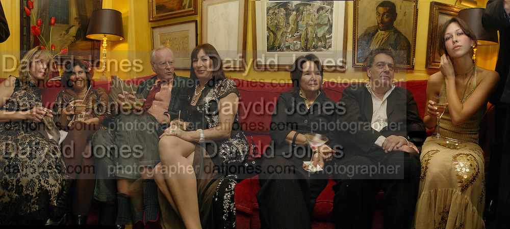 Sabrina Guinness, ? Hercules Bellville, Angelica Huston, ? Jeremy Thomas and Margot Stilley. Artists Independent Networks  Pre-BAFTA Party at Annabel's co hosted by Charles Finch and Chanel. Berkeley Sq. London. 11 February 2005. . ONE TIME USE ONLY - DO NOT ARCHIVE  © Copyright Photograph by Dafydd Jones 66 Stockwell Park Rd. London SW9 0DA Tel 020 7733 0108 www.dafjones.com
