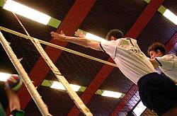 10-02-2001 VOLLEYBAL: NIVOC - SSS BARRNEVELD: NIEUWEGEIN<br /> SSS wint met 3-2 in Nieuwegein / Creative blok volleybal illustratied Joppe Paulides<br /> ©2001-WWW.FOTOHOOGENDOORN.NL